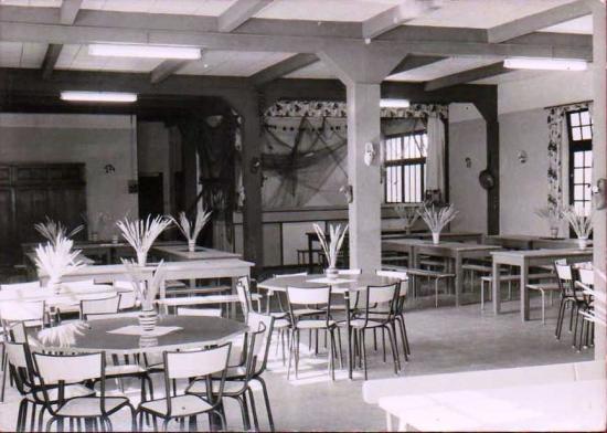 Saint-Gilles-sur-Vie, colonie Esso, la salle à manger.