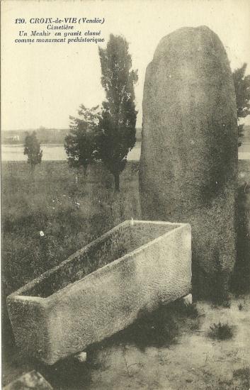 Croix-de-Vie, un menhir de granit.