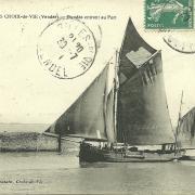 St-Gilles-Croix-de-Vie, dundee rentrant au port.