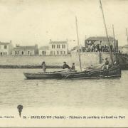 Croix-de-Vie, pêcheurs de sardines rentrant au port.