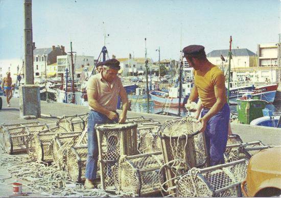 St-Gilles-Croix-de-Vie, préparation des casiers à homards.