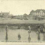 St-Gilles-Croix-de-Vie, la côte à gauche le casino de Sion.