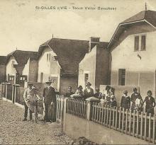 St-Gilles-sur-Vie, tenue Victor Ganacheau.
