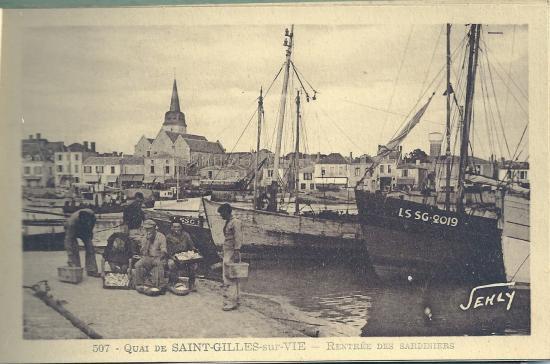 Quai de St-Gilles-sur-Vie, rentrée des sardiniers.