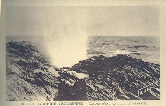Croix-de-Vie, la corniche, le jet d'eau un jour de tempête.