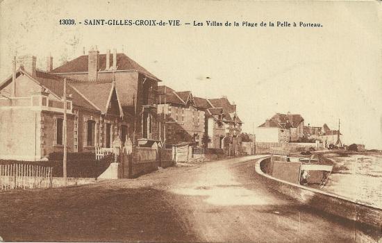 ST-Gilles-Croix-de-Vie, les villas et la plage.