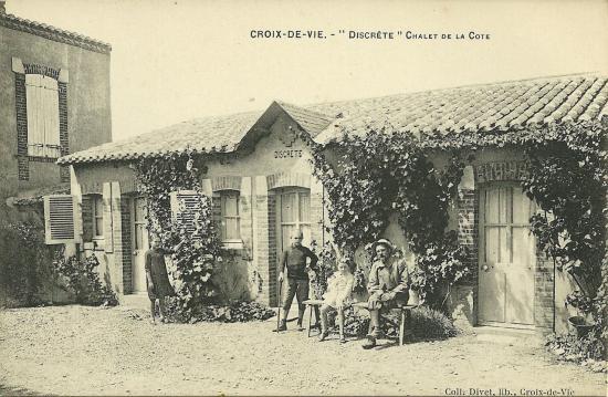 Croix-de-Vie, Discrète chalet sur la côte.