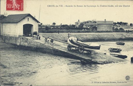 Croix-de-Vie, rentrée du bateau de sauvetage.