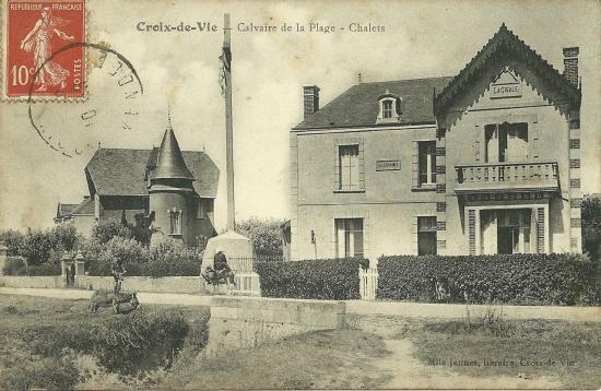 Croix-de-Vie, calvaire de la plage et chalets.