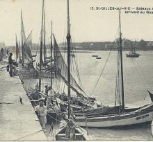 St-Gilles-sur-Vie, bateaux de pêche arrivant au quai.
