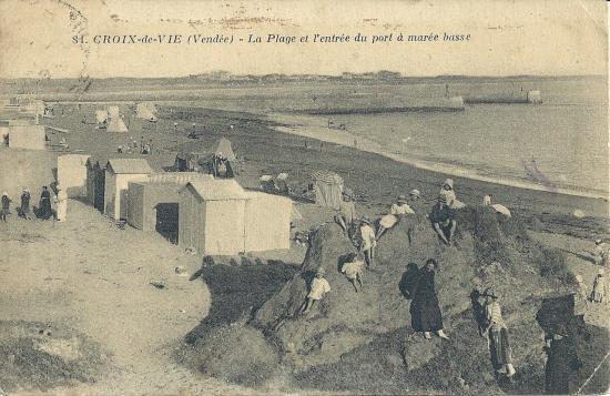 Croix-de-Vie, la plage à l'entrée du port.