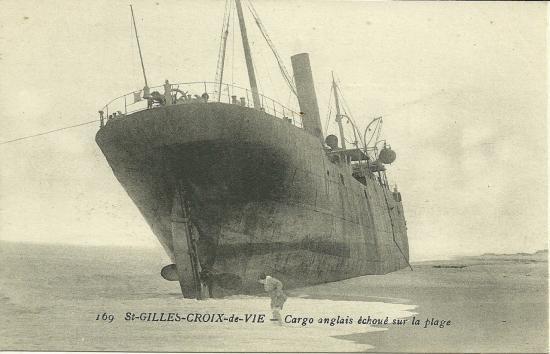 St-Gilles-Croix-de-Vie, un cargo anglais échoué.