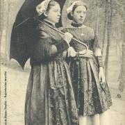 Au marais vendéen, riches costumes maraichins.