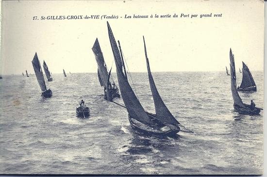 St-Gilles-Croix-de-Vie, sortie des bateaux par gand vent.