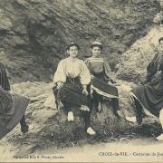 Croix-de-Vie, costumes de jeunes filles.