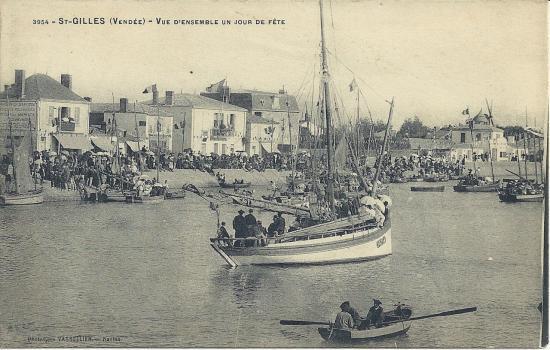 St-Gilles-sur-Vie, vue d'ensemble un jour de fête.
