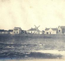 Le quai de St-Gilles et son moulin.
