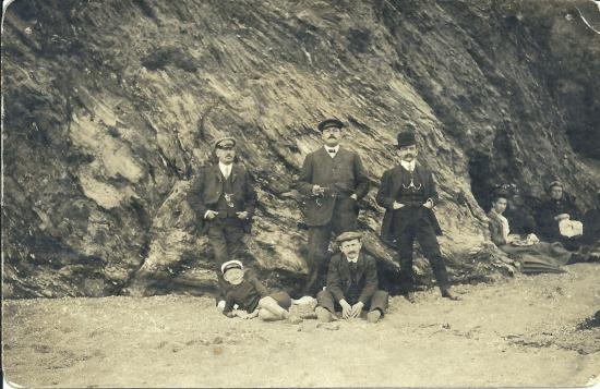 Croix-de-Vie, groupe de journalistes du  petit journal et Bartket.