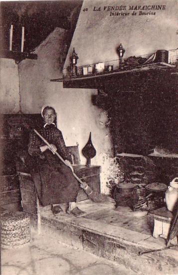 La vendée maraichine, intérieur d'une bourine.