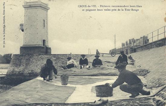 Croix-de-Vie, pêcheurs peignant leurs voiles.
