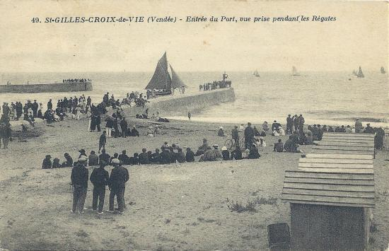 Croix-de-Vie, entrée du port, vue prise pendant les régates.