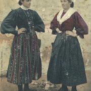 Croix-de-Vie, jeunes filles en costume de pays.