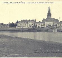St-Gilles-sur-Vie, les quais et la rivière à marée basse.