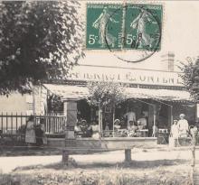 Saint-Gilles-sur-Vie, café avenue de la plage.
