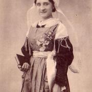 St-Gilles-sur-Vie, costume de mariée vendéenne.