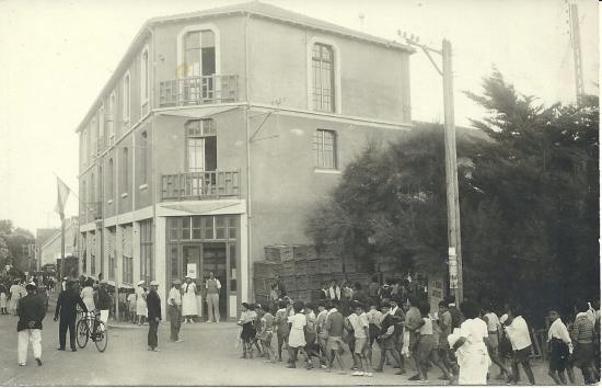 St-Gilles-sur-Vie, école maritime, colonie en été.