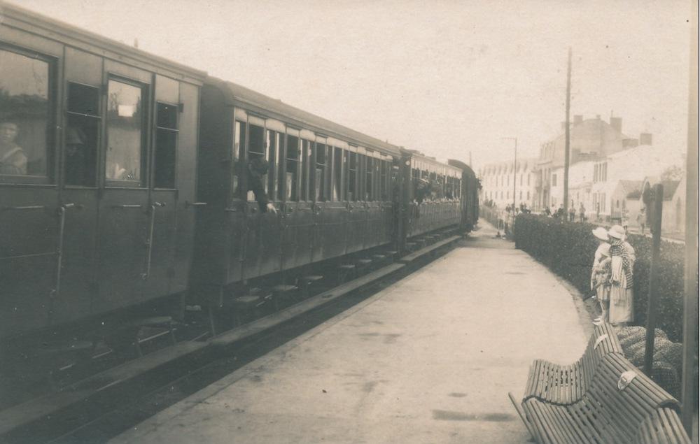 Croix-de-Vie, la gare, arrivée colonie de vacances.
