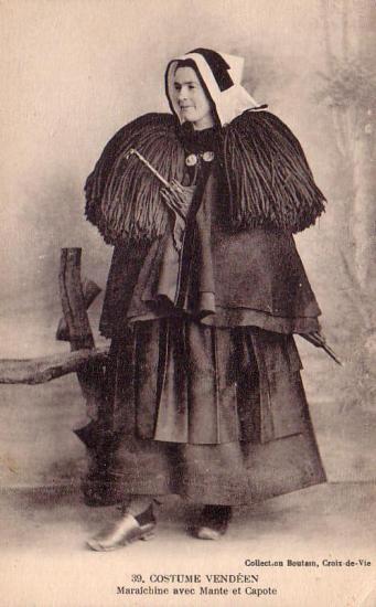La maraichine avec mante et capote.