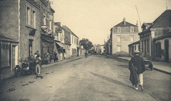 Croix-de-Vie, place de la Mairie.