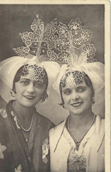 Croix-de-Vie, étude de coiffes.