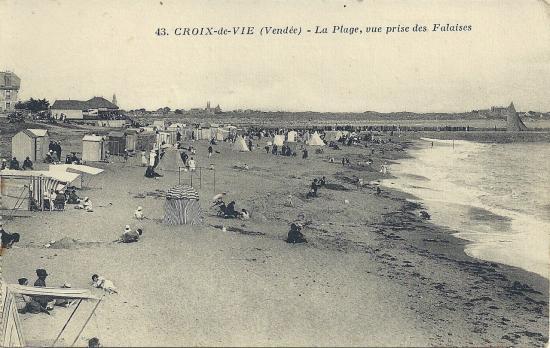 Croix-de-Vie, la plage prise des falaises.