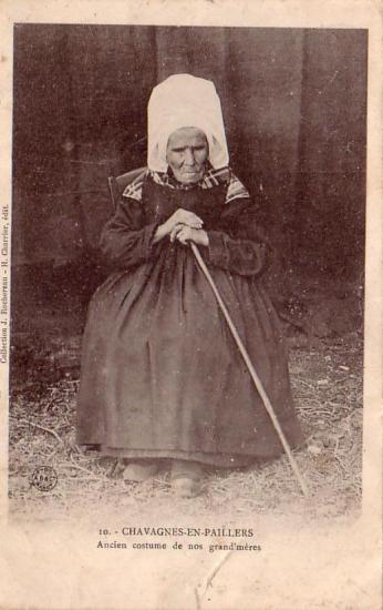 Chavagnes-en-Paillers, costume de nos grands-mères.