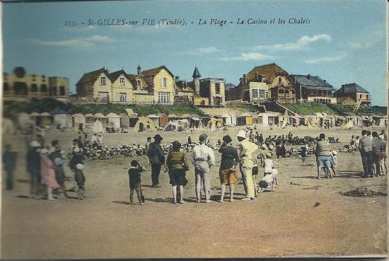 St-gilles-sur-Vie, la plage, le casino et les chalets.