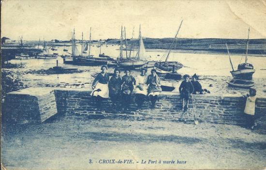 Croix-de-Vie, le port à marée basse.