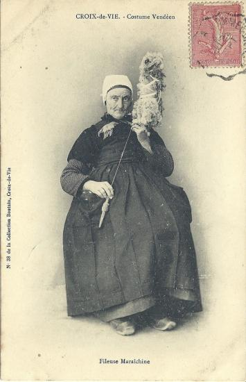 Croix-de-Vie, costume vendéen, fileuse.