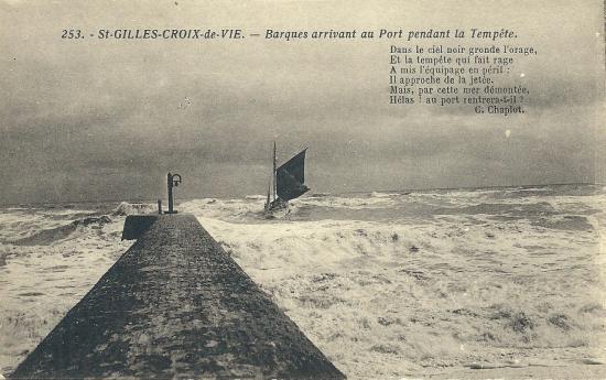 St-Gilles-Croix-de-Vie, barques rentrant au port.