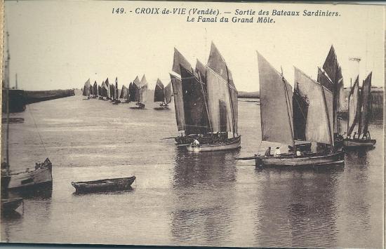 Croix-de-Vie, sortiie des bateaux sardiniers.