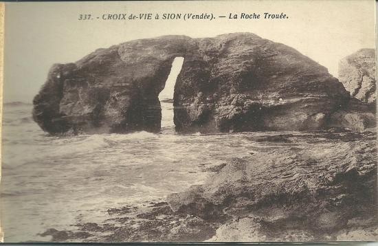 Croix-de-Vie à Sion, la roche trouée.