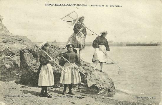 St-Gilles-Croix-de-Vie, pêcheuses de crevettes.