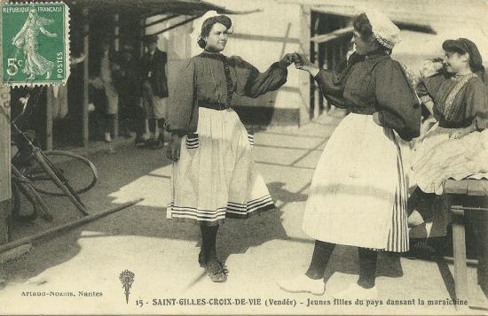 St-Gilles-Croix-de-Vie, jeunes filles de pays.