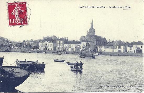 St-Gilles-sur-Vie, les quais et la poste.