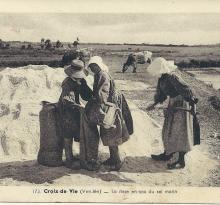 Croix-de-Vie, la mise en sac du sel.