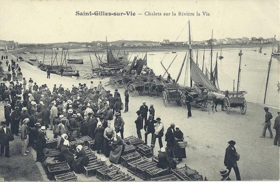 St-Gilles-sur-Vie, chalets sur la rivière la Vie.