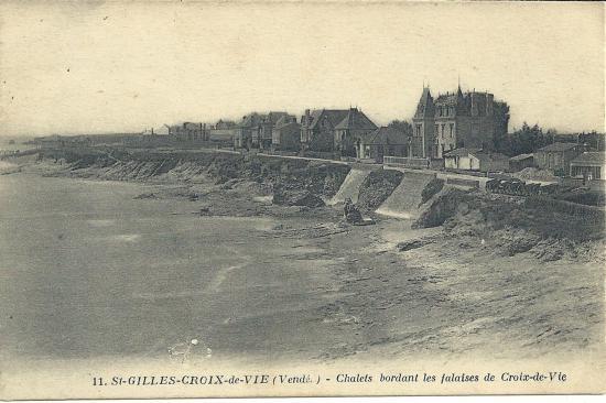 St-Gilles-Croix-de-Vie, chalets bordant les falaises.
