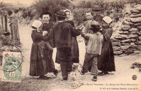 Aux marais vendéens, la danse des petits maraichins.