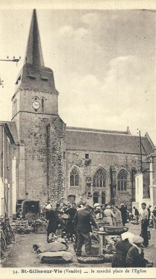 St-Gilles-sur-Vie, place du marché près de l'église.